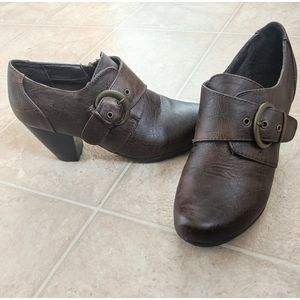 Jaclyn Smith Brown Booties With Buckle